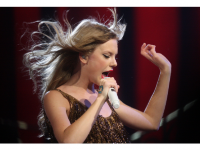 Apple Bows To Taylor Swift's Demand