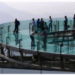 China's Giant Glass-Bottom Sightseeing Platform Opens
