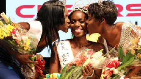 Miss Jamaica Festival Queen 2016 Kyesha Randall (centre), embraced by first runner up Fleisha Samuels (L) and second runner up Monique Robb (R)