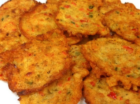 How to make caribbean salt fish cakes the readers bureau for How to make fish patties